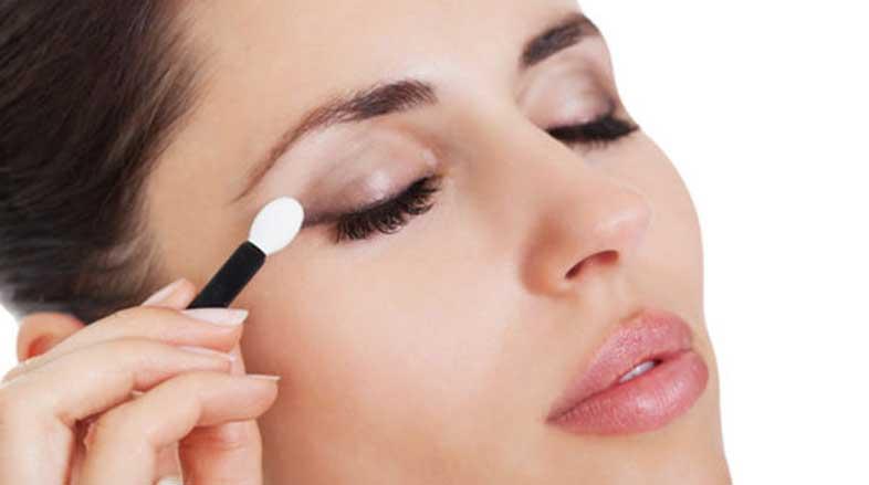 O-uso-de-maquiagem-nos-olhos-com-segurança